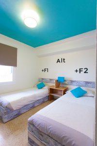 bedndesk-bedroom-200x300